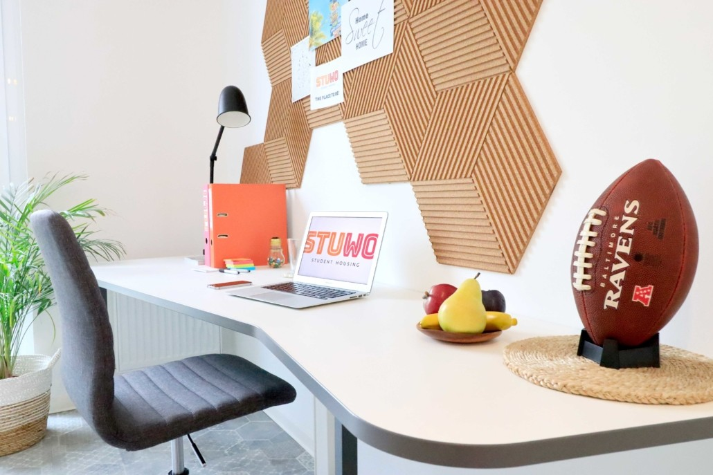 stuwo-studenthousing-writing-desk
